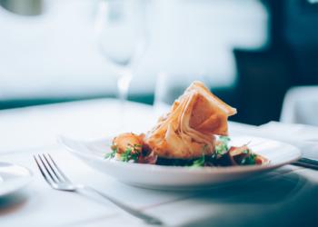 OpenCO2.netin Annoslaskurilla Ravintolat Voivat Määrittää Annostensa Päästöjä Ja Testata Kuinka Raaka-aineiden Vaihtaminen Vaikuttaa Kokonaispäästöihin.